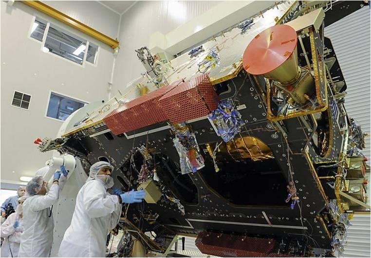 Satélite ARSAT en sala limpia